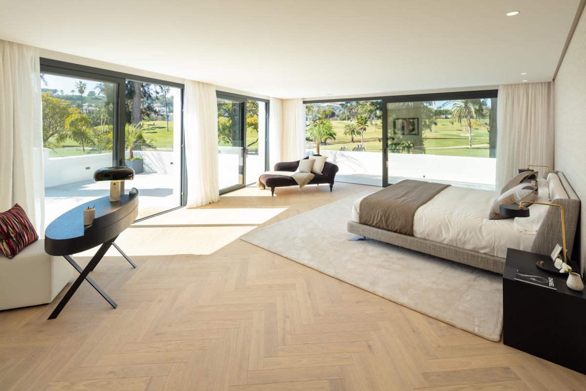 nueva_andalucia_golf_villa_master_suite